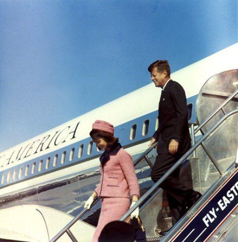22 novembre 1963: l'arrivo a Dallas del Presidente e Mrs Kennedy - foto da John F. Kennedy Presidential Library and Museum