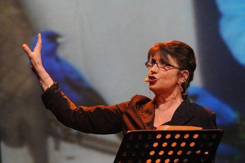 "Serena Dandini in ""Ferite a Morte"" - foto da pagina facebook ufficiale di Ferite a Morte"