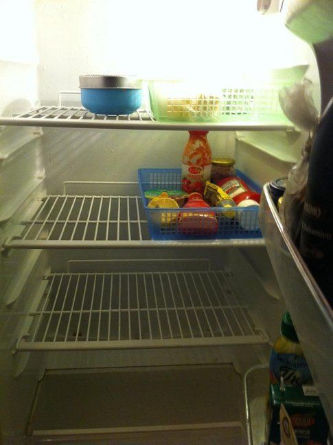 il mio frigo SEMPRE vuoto, che io sia malamamma oppure no...