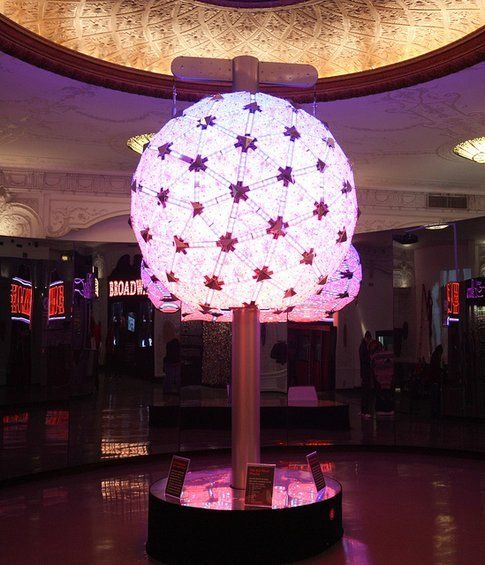 New Year's Eve Ball - Foto -jvl- via Flickr