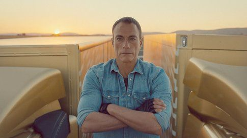 Un frame dello spot Volvo con Jean Claude Van Damme