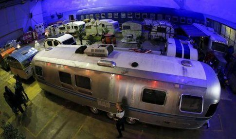 L' Airstreams by night