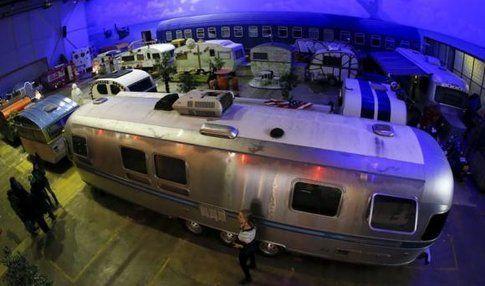 L' Airstreams by night