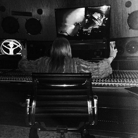 Lindsay Lohan in studio di registrazione, foto lindsaylohan.com