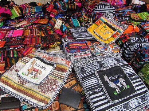 Borse mercato Otavalo - Foto by www.viaggiare-low-cost.it