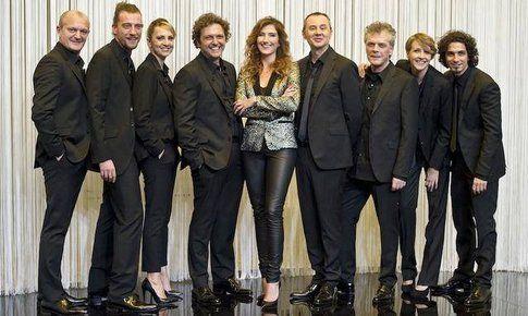 Nina Palmieri con il cast completo di XLove - foto da account facebook XLove