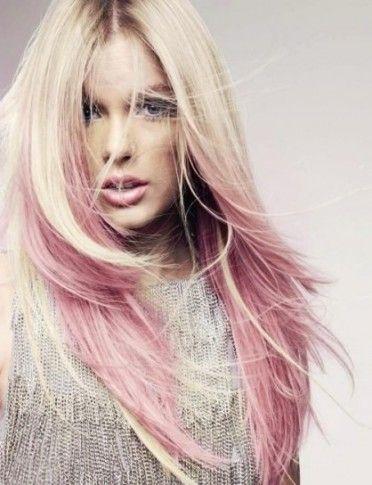 capelli-biondo-platino-con-ciuffi-rosa