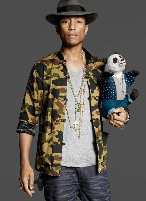 Pharrell Williams e il panda sua creazione - foto Facebook.com/pharrell