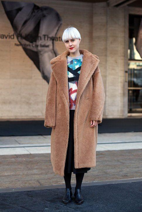 Linda Tol indossa il Carrara Coat di Max Mara