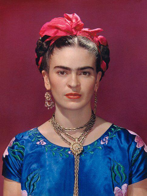 Nickolas Muray. Frida con un vestito azzurro© Nickolas Muray Photo Archives