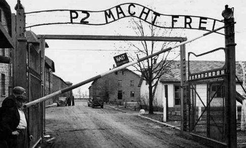 Il fotomontaggio sul blog di Beppe Grillo