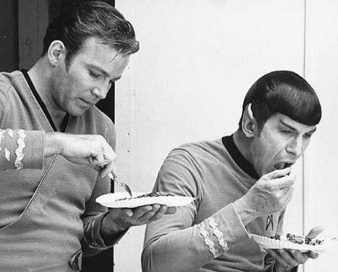 Cap.Kirk e Spock a pranzo lontano dalla plancia dell'Enterprise - foto TheBerry.com