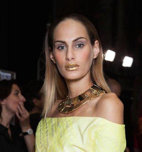 Trucco con labbra dorate - Fonte: ClioMakeupBlog