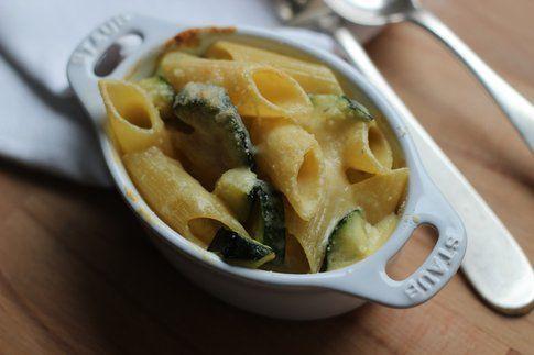 Pasta con zucchine cremose in cocotte