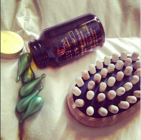 Attivi Puri Capsule Anticellulite Caffeina + Escina di Collistar e spazzola TEK - Fonte @styleandtrouble su Instagram