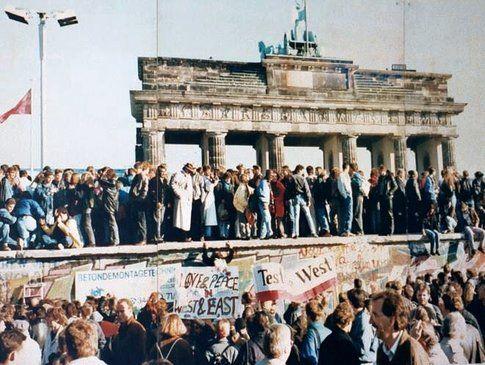 Caduta del muro di Berlino by http://en.mercopress.com/