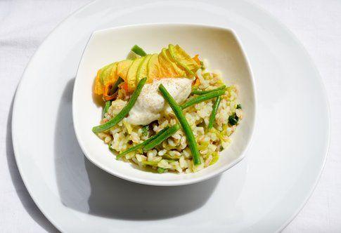 Tris di cereali con crema di friggitelli, fagiolini croccanti e stracchino. Ricetta e foto di Roberta Castrichella.