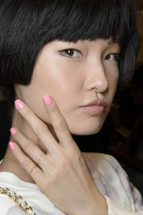 Manicure dai colori pastello