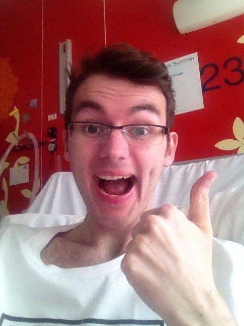 Stephen Sutton e il suo pollice in alto di fronte alla malattia