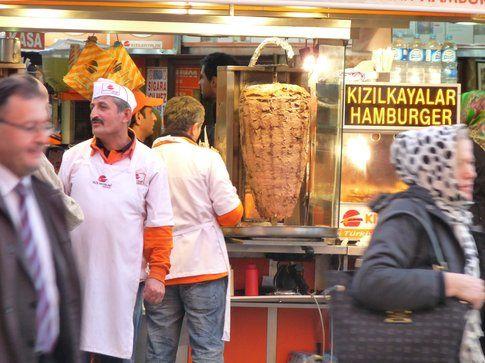 Un kebab a Taksim - foto di Elisa Chisana Hoshi