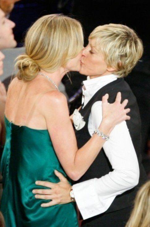 Bacio vip tra Ellen DeGeneres e Portia de Rossi