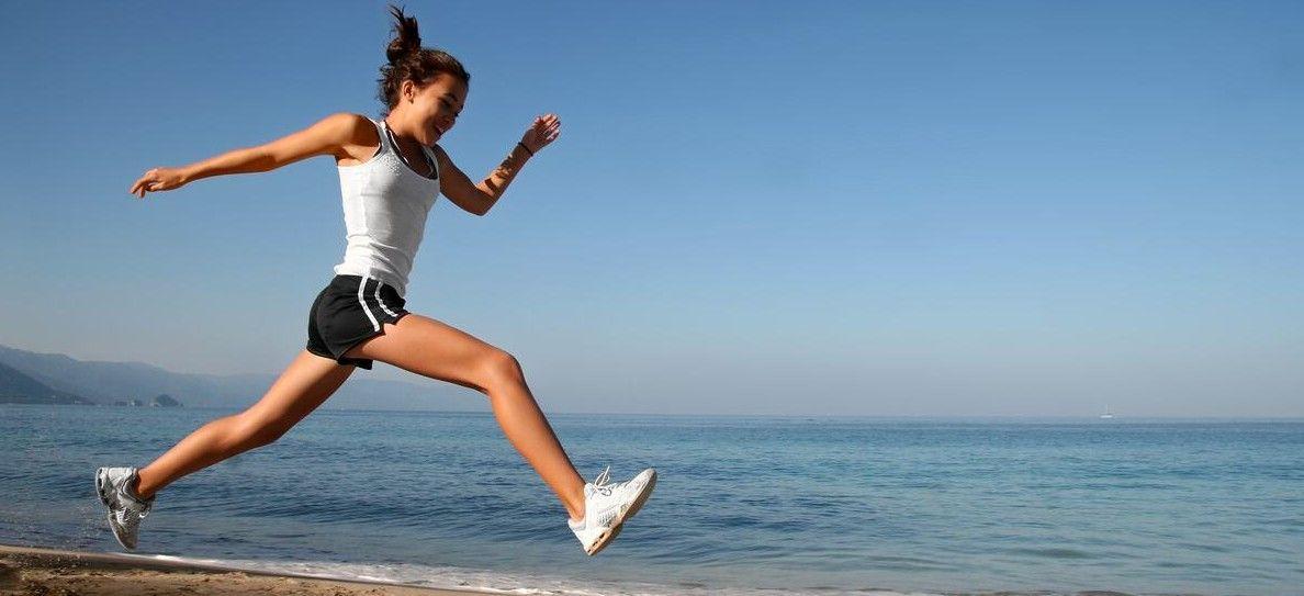 Bruciare 200 calorie in 3 minuti: 10 esercizi da fare ovunque