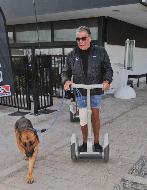 Roberto Cavalli con il suo cagnolone