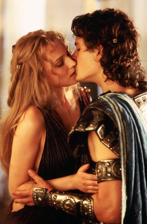 Diane Kruger (Elena) e Orlando Bloom (Paride) in Troy - foto Movieplayer.it