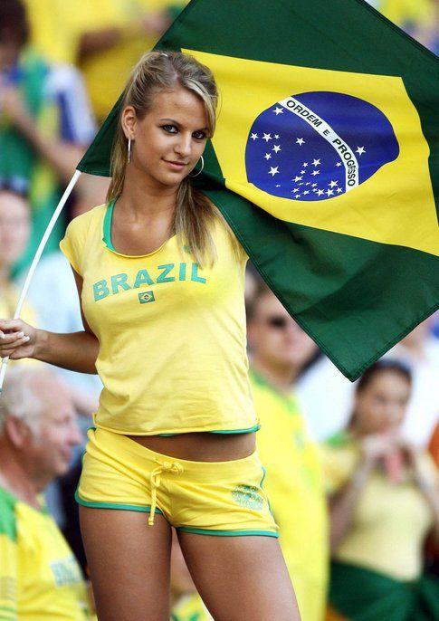 Tifosa Brasiliana in divisa Verde /Oro - Fonte: Ansa.it