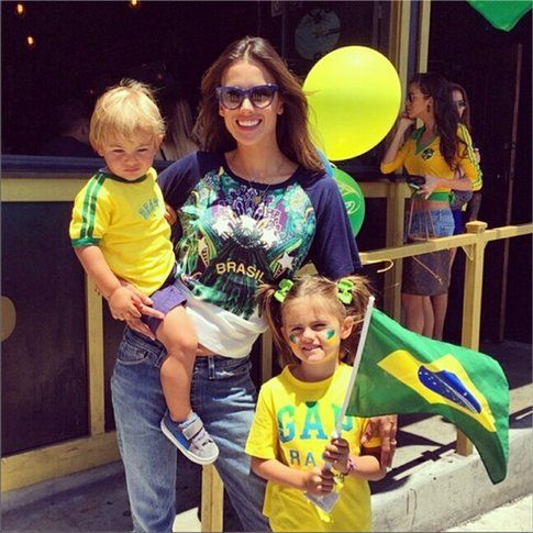 Il tifo di Alessandra Ambrosio e figli