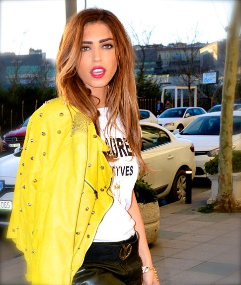 Yolanthe Cabau instagram @yolanthecabau consiglia outfits abbinati ai suoi gioielli su yolanthecabau.com
