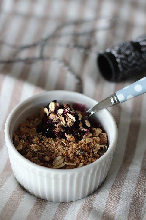 Colazione light: crumble di mirtilli ai cereali
