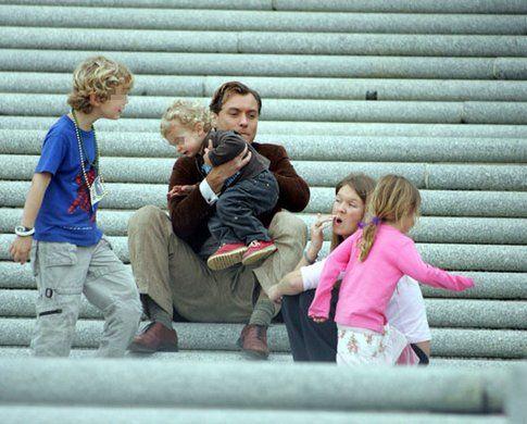 "Jude Law e la babysitter ""rubamariti"""