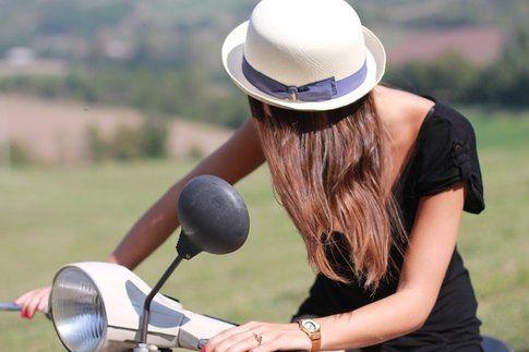 Carlotta con Cappello Borsalino - Fonte : www.styleandtrouble.com