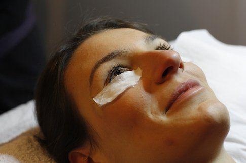Allungamento e tintura permanente delle ciglia - Fonte: www.styleandtrouble.com