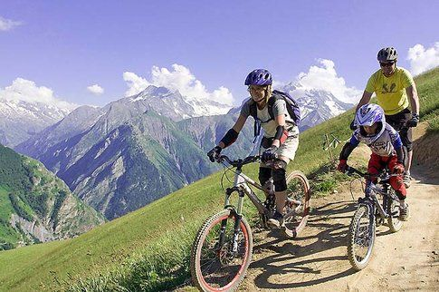 mountainbike a Les Deux Alpes - Photocredit www.bestholiday.it