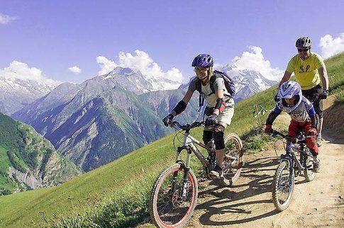 mountainbike a Les Deux Alpes - Photocredit www.bestholiday.it