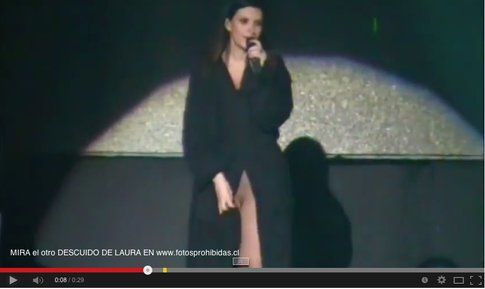 Laura Pausini senza slip al concerto di Lima
