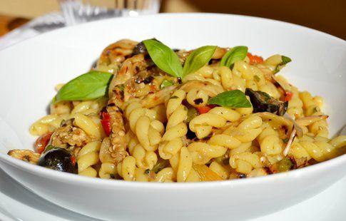 Casarecce al curry con verdure grigliate e alici. Ricetta e foro di Roberta Castrichella.