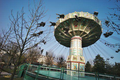 Jardin d'acclimatation - by Valérie Brunissen via Flickr