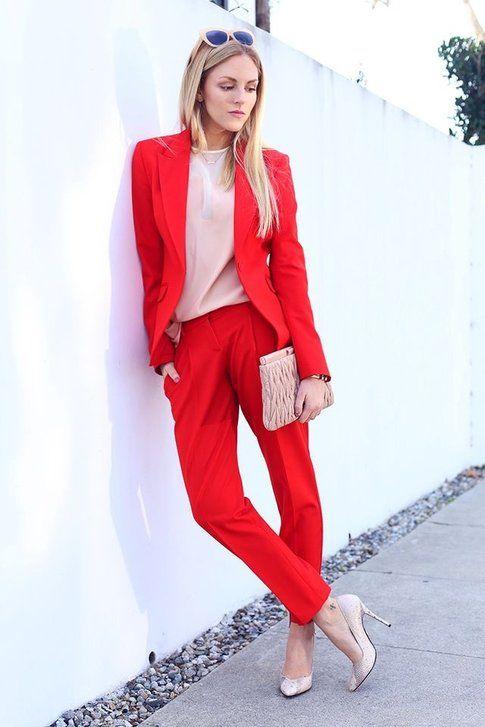 Rosso e colori chiari - ph street style instagram