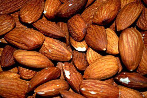 Mandorle: 575 calorie ogni 100 grammi