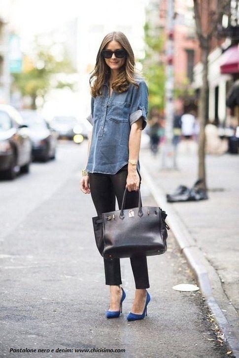 Pantaloni neri con camicia jeans