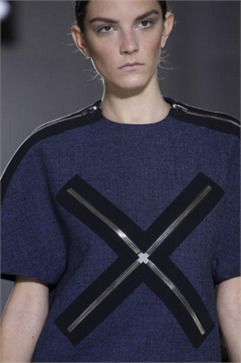 Zip decorative sulla maglia Balenciaga