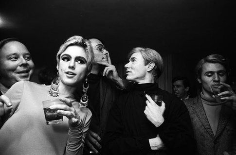 Edie Sedgwick e Andy Warhol nel 1965, fotografati da Steve Shapiro – www.schonmagazine.com