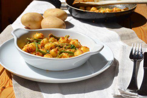 Gnocchetti vegani e senza glutine con pesto di pomodori secchi e mandorle. Ricetta e foto di Roberta Castrichella.