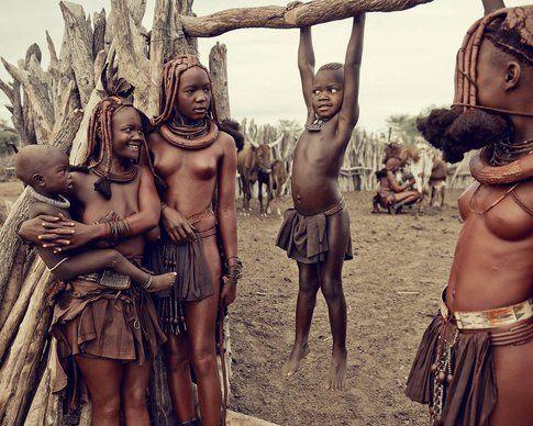 Namibia. La tribù locale degli Himba. Fonte pizcload.com