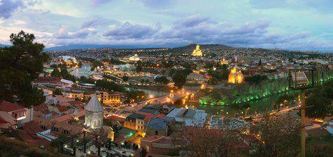 Uno spettacolare tramonto a Tbilisi