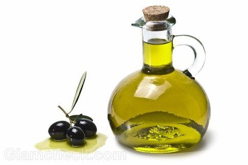 L'olio d'oliva, famoso per le sue proprietà idratanti e lucidanti. Fonte: glamcheck