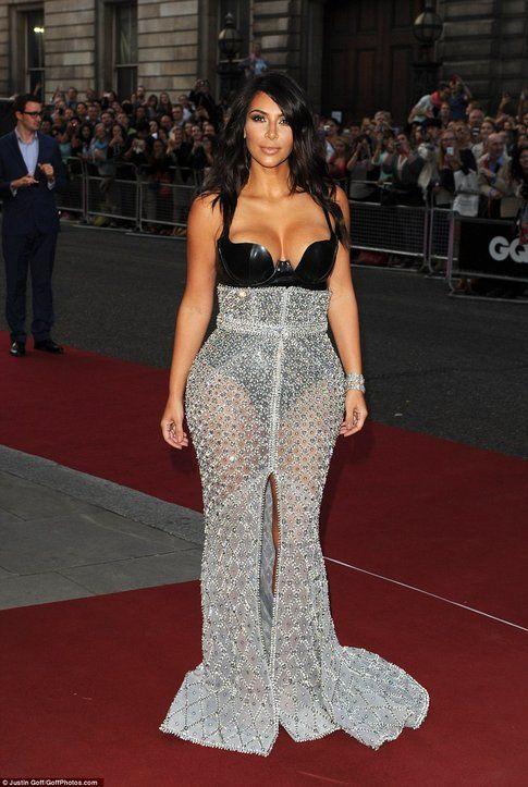 Kim sul red carpet dei GQ Awards. Fonte: Daily Mail